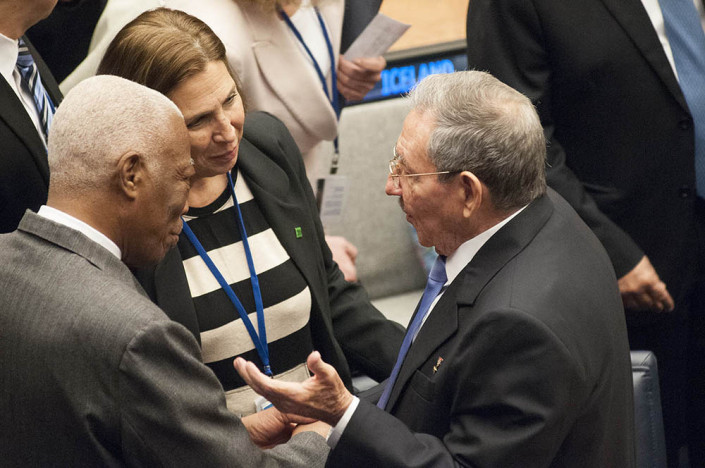 Cuban President Raul Castro speaks with fellow diplomats at the UN.